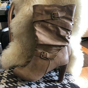 High heel buckle boots